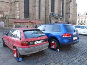 2015-10-24 Pilsen - Autos mit Kralle