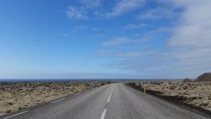 2016-04-25 Straße bei Grindavik